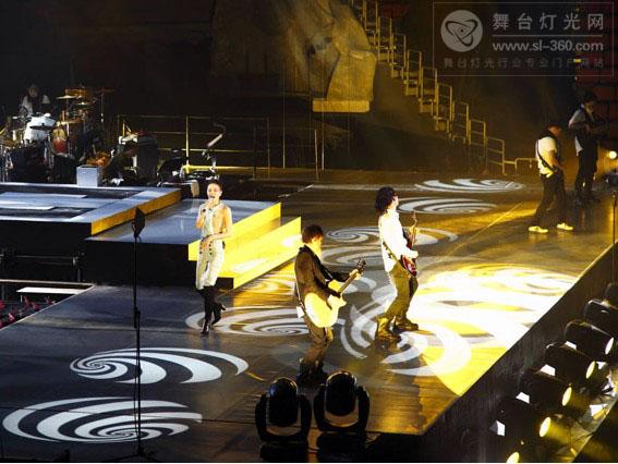 李延亮在王菲复出演唱会的演出(组图)