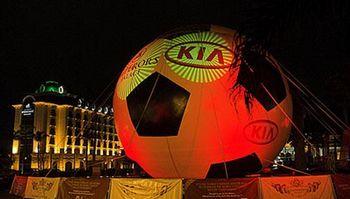 Robe LED灯具照亮世界最大可充气足球