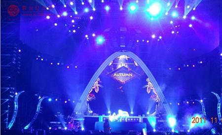 组图:周杰伦江阴演唱会暴热现场 极致照明触摸Jay