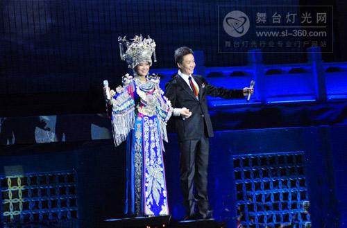 宋祖英呼市演唱会刘欢带病献唱 BEAM灯助绚丽舞台