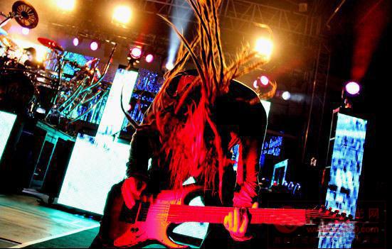 马田灯光与视频产品用于美国科恩乐队巡演