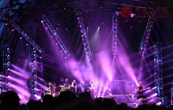 马田MAC 101染色灯被称给舞台带来惊喜(图)