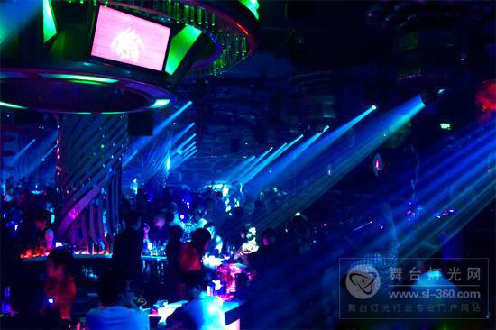 ACME图案摇头灯助力江苏盐城波比玛索酒吧