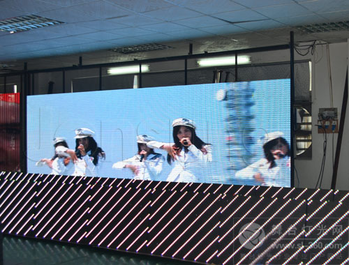 中祥创新LED全彩显示屏顺利通过智利客户现场检验