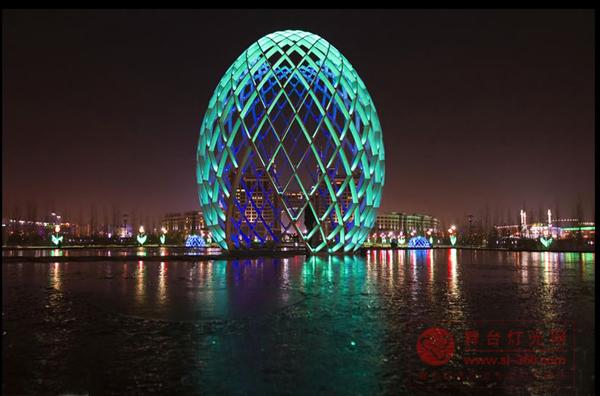 哈萨克斯坦首都上演绚烂梦幻灯光秀图片